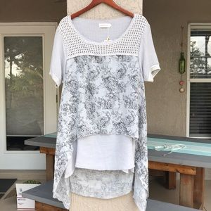 Simply Couture gray top. Size XL. NWT.